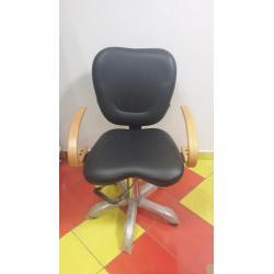 Kadeřnická židle 015